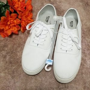 Mossimo white Emilee lace up sneakers